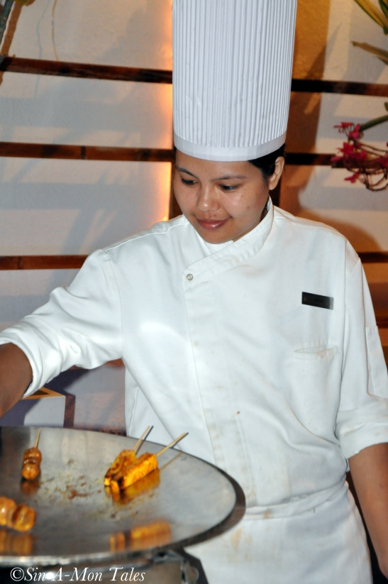 The cute chef at the Chinese counter :) I get a high looking at female chef's ;)