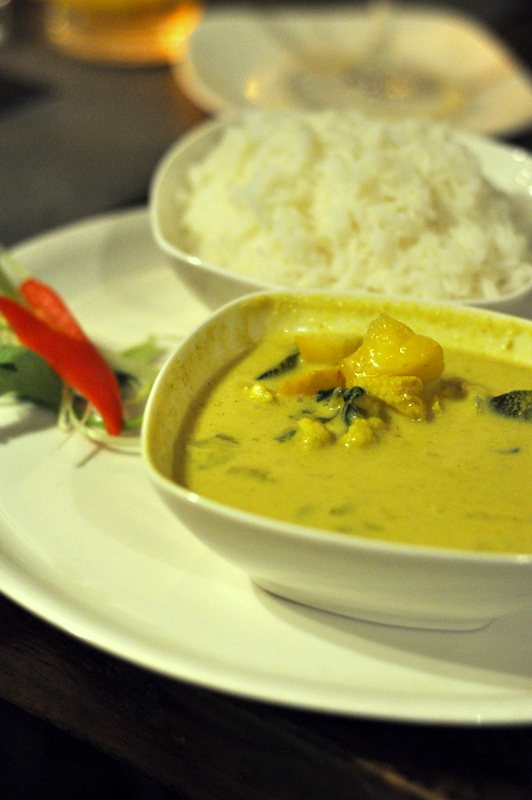 Thai Green vegetable curry with Mangoes, just the dish I was craving that day I think. Very well made green curry with bites of mangoes while you eat. Lovely