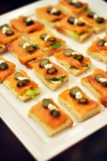 The Rosa Rossa was paired with salmon, capers and cream cheese canapes. The acidity of the wine cut the slight saltiness of the salmon and the sourness of the capers very well and in the end the flavours worked so well together