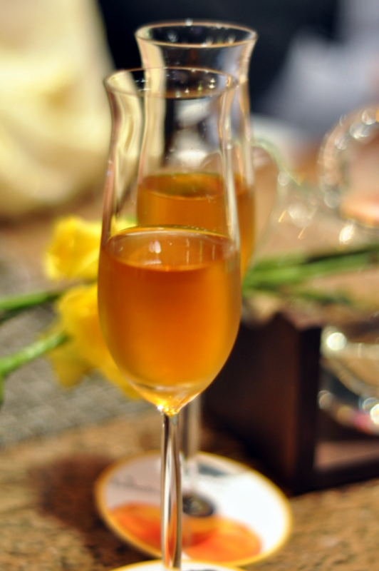Big Banyan Bellissima - a late harvest muscat, Big Banyan's dessert wine. Dessert wines are acquired taste, they are sweet and heavy and not everyone likes them but well I do ;) . It is deep amber in color, served chilled and has strong fruit notes of apricot and peach shining through